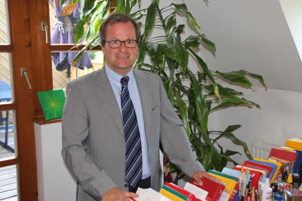 Profil Bild Mag. Stefan Traxler in seinem Büro