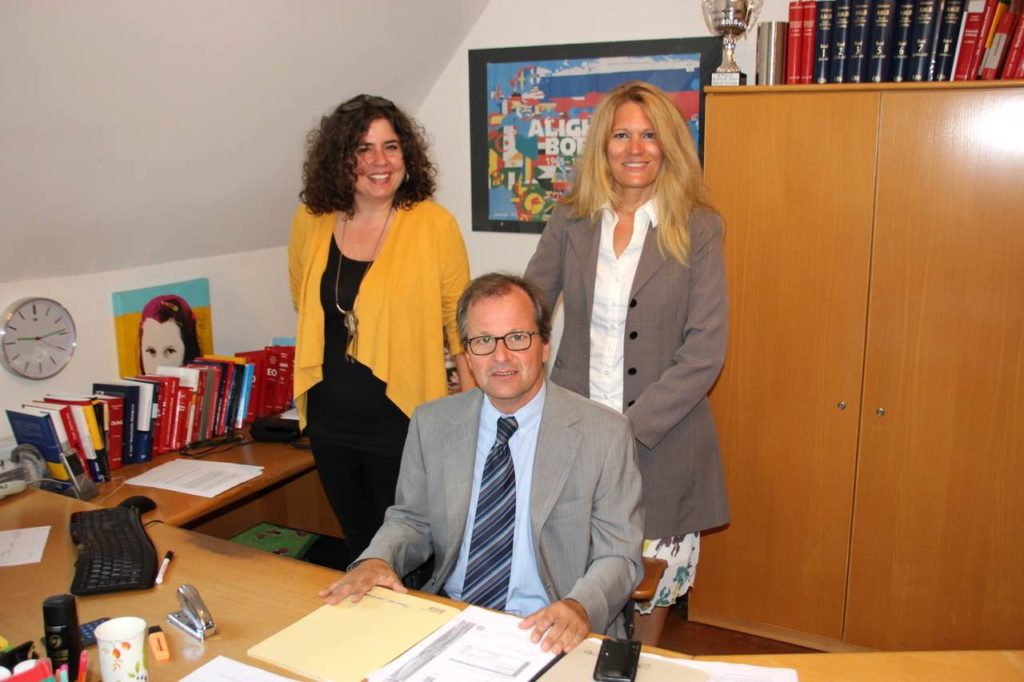 Rechtsanwalt Mag. Traxler uns seine Assistentinnen